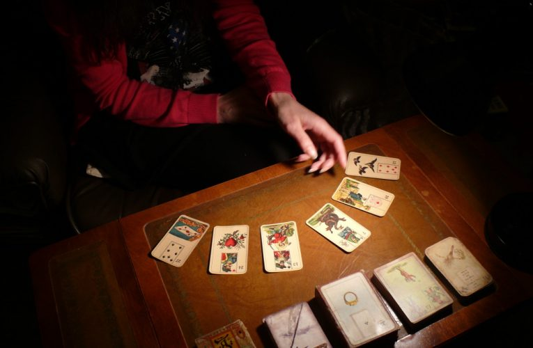 How To Use Tarot Cards Instructions